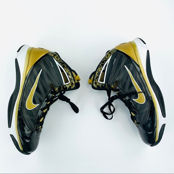 581659bf8 Nike Hyperize Supreme Black Metallic Gold Sneakers.  M 5c791de8bb76150968a1b0b7